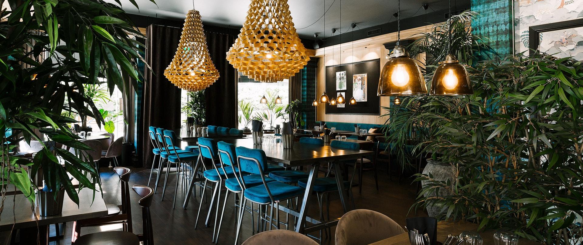 Överblick över Restaurang Gujjus inredning