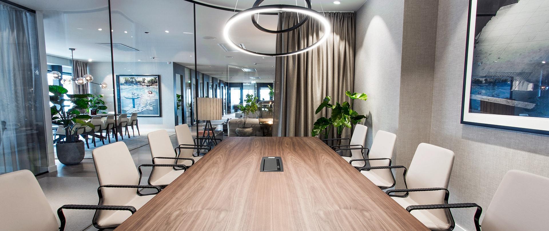 Modernt och stilrent konferensrum hos Järngrinden