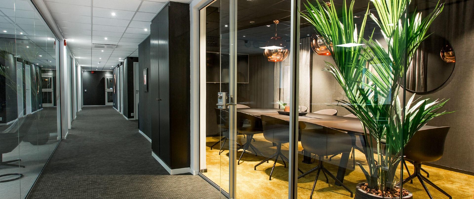 Korridor och konferensrum hos Abri