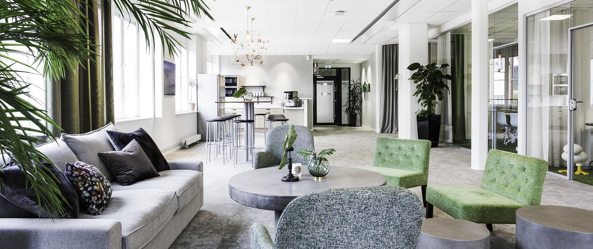 Lounge, kök och entré hos eGain Sweden