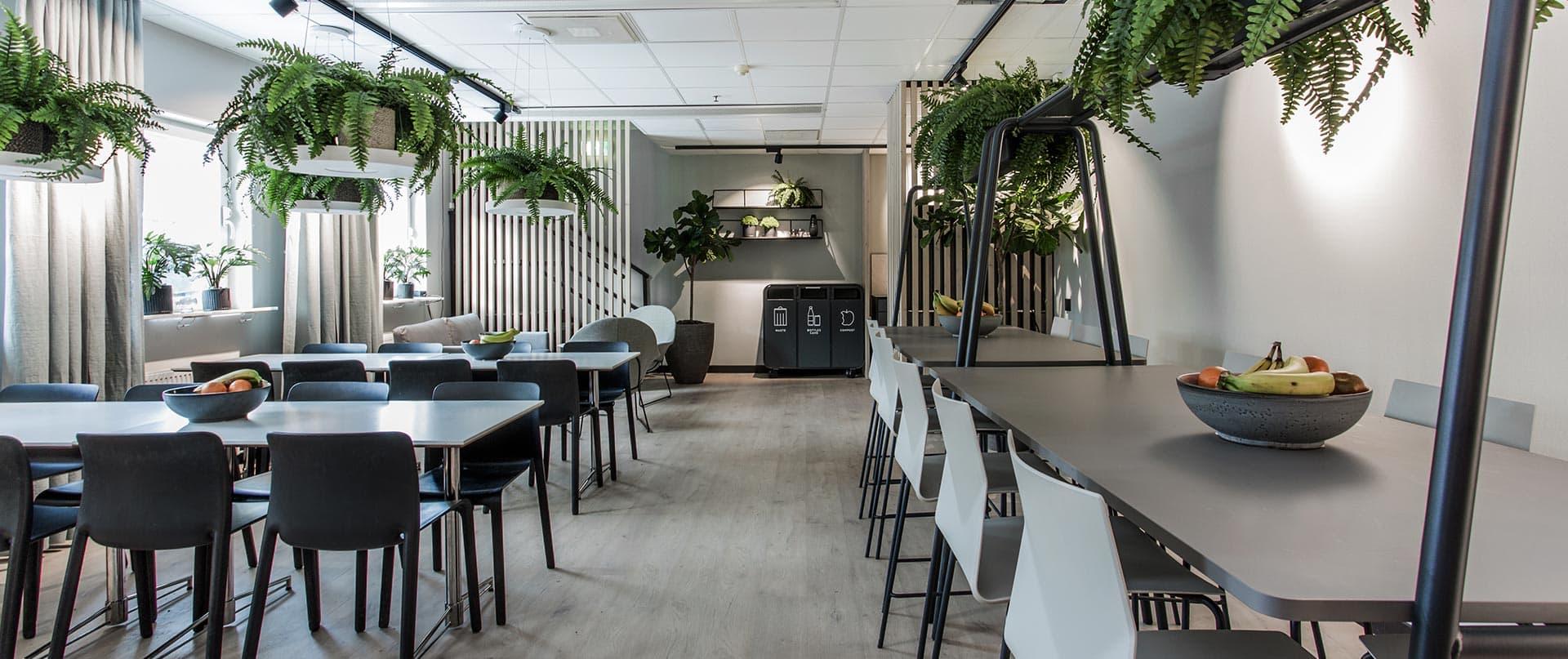 Lunchrum med gröna växter ICA maxi Borås inredningsdesign Joy of Plenty